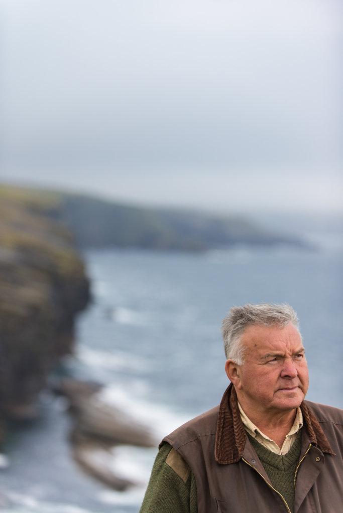 Peter Fraser, Vize-Präsident der Gamekeeping-Association hat sein Leben der Jagd in Schottland gewidmet. Die zahlende Kundschaft hinterlässt nicht nur Spuren, sondern auch ordentlich Geld. Bis zu 500£ zahlt man, um ein Stück Rotwild schießen zu dürfen.