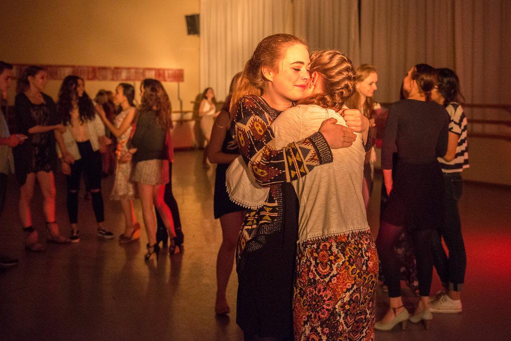 """Als Cara nach einem Jahr Ballettinternat wieder nach Hannover geht, fällt der Abschied von ihren Freundinnen schwer. """"Klar will ich zurück, aber die Mädchen hier werden mir trotzdem fehlen."""" Der nächste Besuch ist aber schon geplant."""